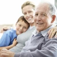 Seniors et tremblements : le travail du magnétiseur